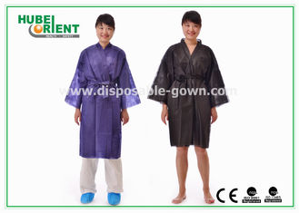 China Disposable Spa Robes Niet-geweven Materiaal Gemaakt tot pp-Kimono, Zwarte/Purple leverancier